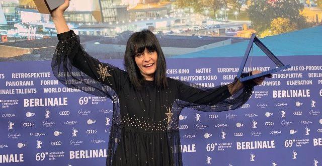 """(ФОТО) Македонскиот филм """"Петрунија"""" со две престижни награди на Берлинале: """"Ecumenical Jury Award"""" и """"Guild Film Prize"""" во рацете на Теона Стругар Митевска"""