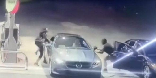 (ВИДЕО) Се обидел, на бензинска, да украде Мерцедес: Реакцијата на сопственичката го шокирала!