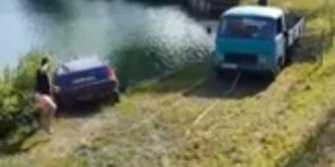 (ВИДЕО) ТЕ МОЛАМ НЕМОЈ ПОВЕЌЕ ДА ПОМАГАШ: Таман пристигнал да го извлече автомобилот, па сè тргнало наопаку!