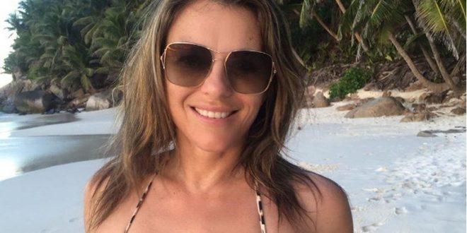 """(ФОТО) Елизабет Харли повторно во бикини ја """"кренала температурата"""" на Инстаграм"""