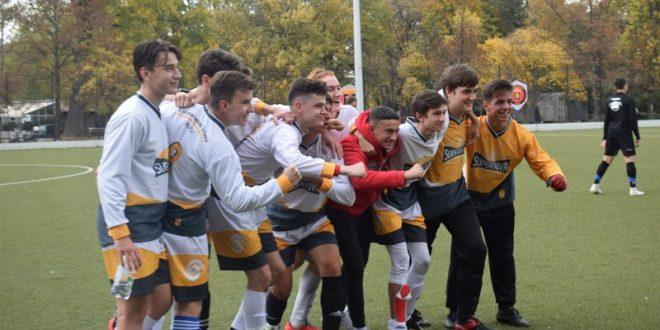 Млади фудбалери од повеќе од 40 националности се натпреваруваа на меѓународен турнир во Скопје