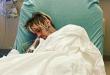 (ФОТО) ЦЕНА НА СЛАВАТА: Мајката на популарниот пејач со фотографија од неговиот болнички кревет ги шокирала фановите