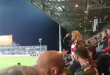 """(ВИДЕО) Хит снимка: Двајца навивачи """"умирале од смеење"""" додела Колинда навивала!"""