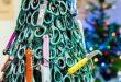 (ФОТО)  ОРИГИНАЛНО И ЕДУКАТИВНО: Елката на аеродромот во Литванија украсена со запленети предмети!