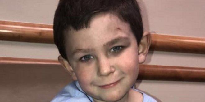 (ФОТО) МАЛЕЧОК ЈУНАК: Момче, од пожар, прво ја спасило сестрата а потоа и останатите членови од семејството