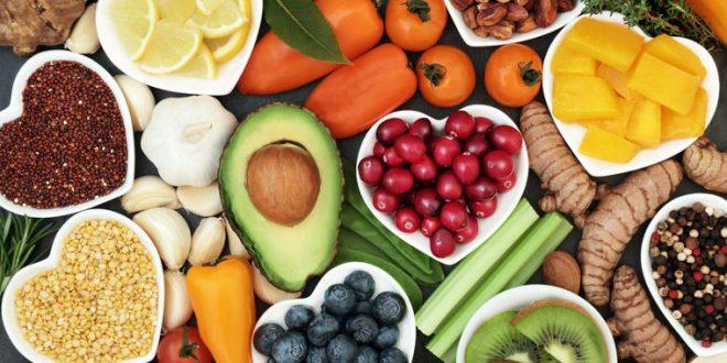 ДНЕВНА ДОЗА ЗДРАВЈЕ – 6. намирници кои е најдобро да ги јадете сирови за максимален здравствен бенефит!