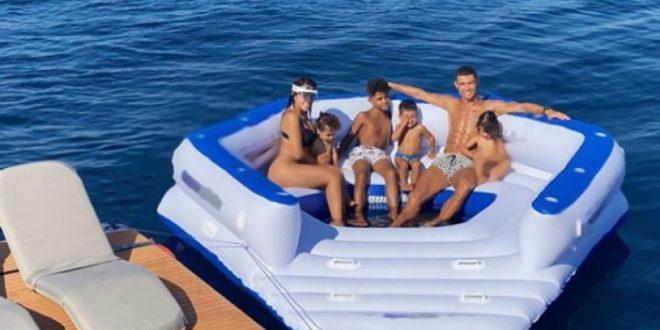 (ФОТО) Роналдо со семејството на одмор во Портофино: Георгина повторно во центарот на вниманието!
