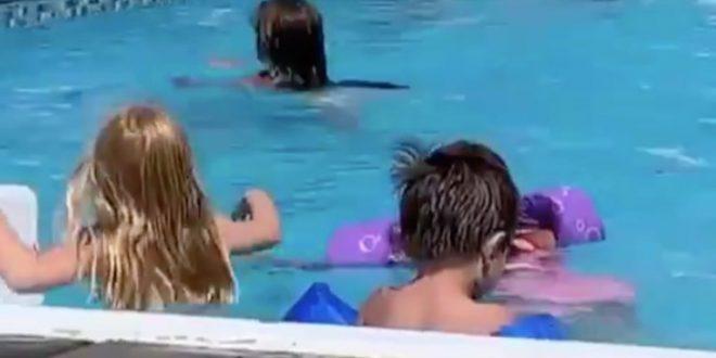 (ВИДЕО) Жена во танга гаќички се фотографирала во базен полн со деца па ги поделила мислењата ЗА и ПРОТИВ!