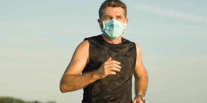 (ФОТО) Лекар истрчал 35. километри за да докаже дека маските се сигурни