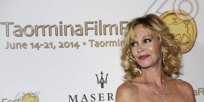 (ФОТО) Славната глумица во долна облека ја крева свеста за рак на дојка