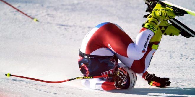 """(ВИДЕО) Швајцарец на""""патеката на смртта"""" во Кицбил доживеал страотен пад при брзина од 146,7 км/час"""