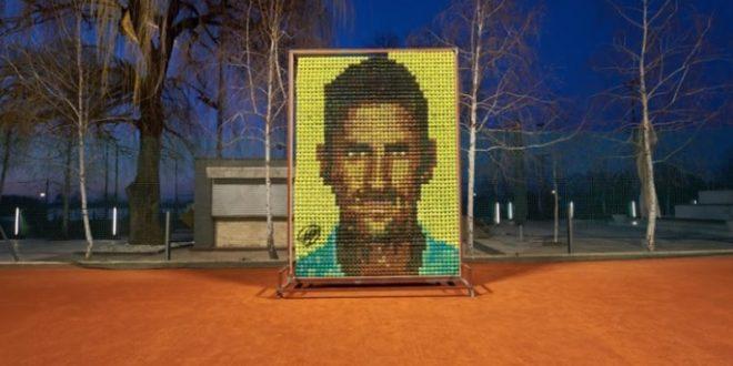 (ВИДЕО+ФОТО) ПОРТРЕТ СО ТЕНИСКИ ТОПЧИЊА за најуспешниот тенисер во историјата