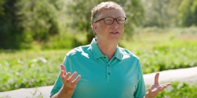 (ФОТО) ТАКА Е ВЕЌЕ НЕКОЕ ВРЕМЕ: Гејтс се крие во својата вила, во луксузното одморалиште не е сам – на колегите од голфот им признал каков му бил бракот!