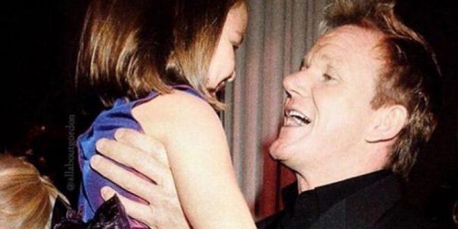 (ФОТО) ГОРДОН РЕМЗИ ОЧАЕН: Ќерка му влегува во реално шоу а еве како се подготвува во бикини!