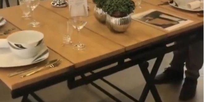 (ВИДЕО) Погледнете ја МАСАТА која за неколку секунди станува ПОЛИЦА: Совршено повеќенаменско парче мебел за мал стан!