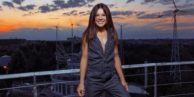 (ВИДЕО+ФОТО) ДИВИ ТАНЦИ – ЕВЕ КАКО ДЕНЕС ИЗГЛЕДА огнената Руслана (47), победничката на Евровизија во 2004. година!