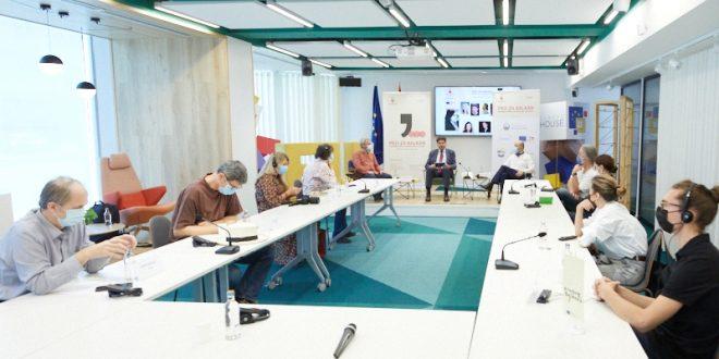 """Тркалезна маса на """"ПРО-ЗА Балкан"""": Што е вистината? – најважната тема за која луѓето би можеле да разговараат"""